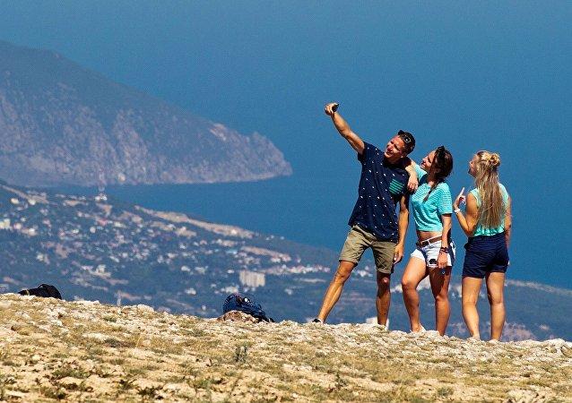 Turistas en Ai-Petri, Crimea (archivo)