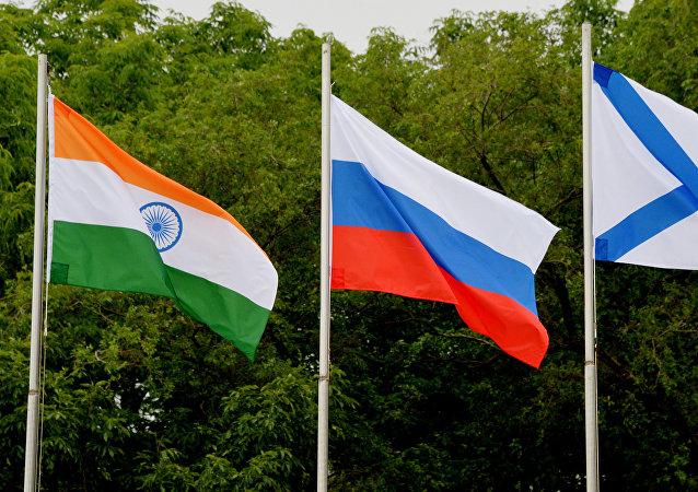 Las banderas de India y Rusia
