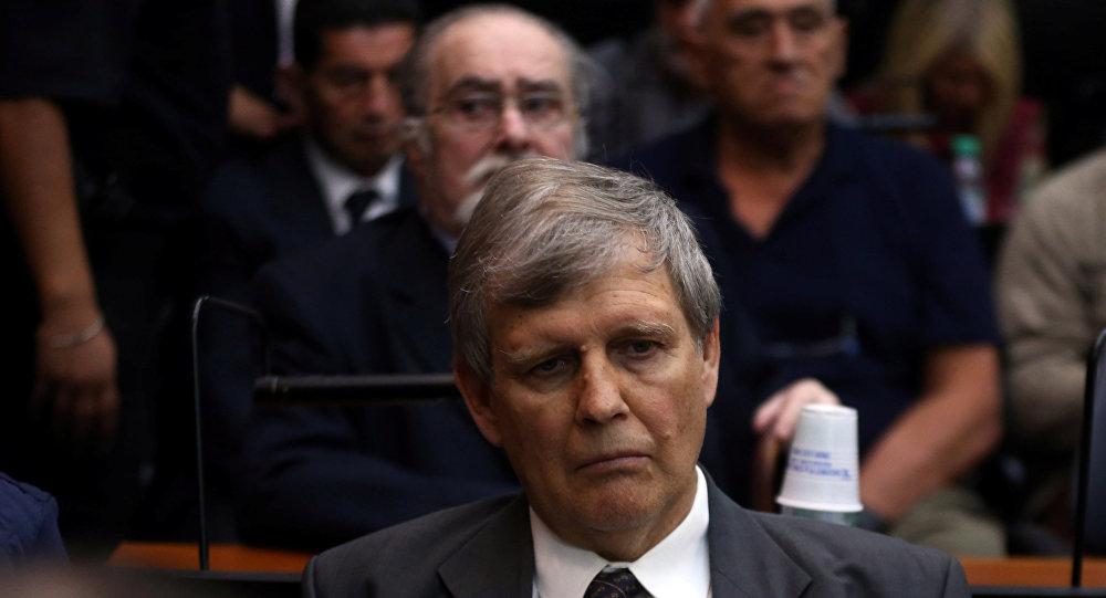 El exoficial de la marina argentina Astiz y otros miembros de la ESMA asisten a la audiencia de sentencia del juicio de cinco años por su papel durante la dictadura de 1976-1983