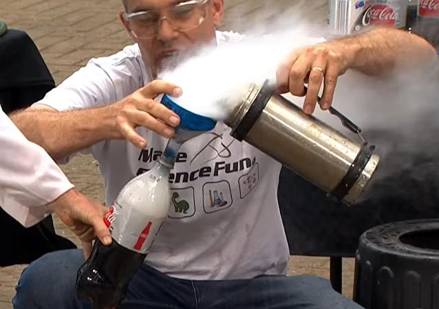 Este experimento con nitrógeno líquido no salió del todo bien