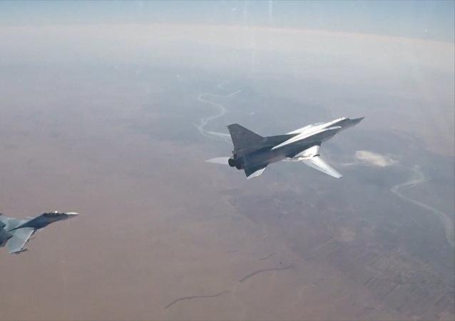 Increíbles imágenes aéreas de ataques de bombarderos rusos contra Daesh