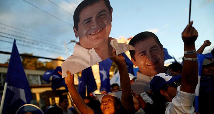 Retratos del presidente de Honduras y candidato nacionalista, Juan Orlando Hernández