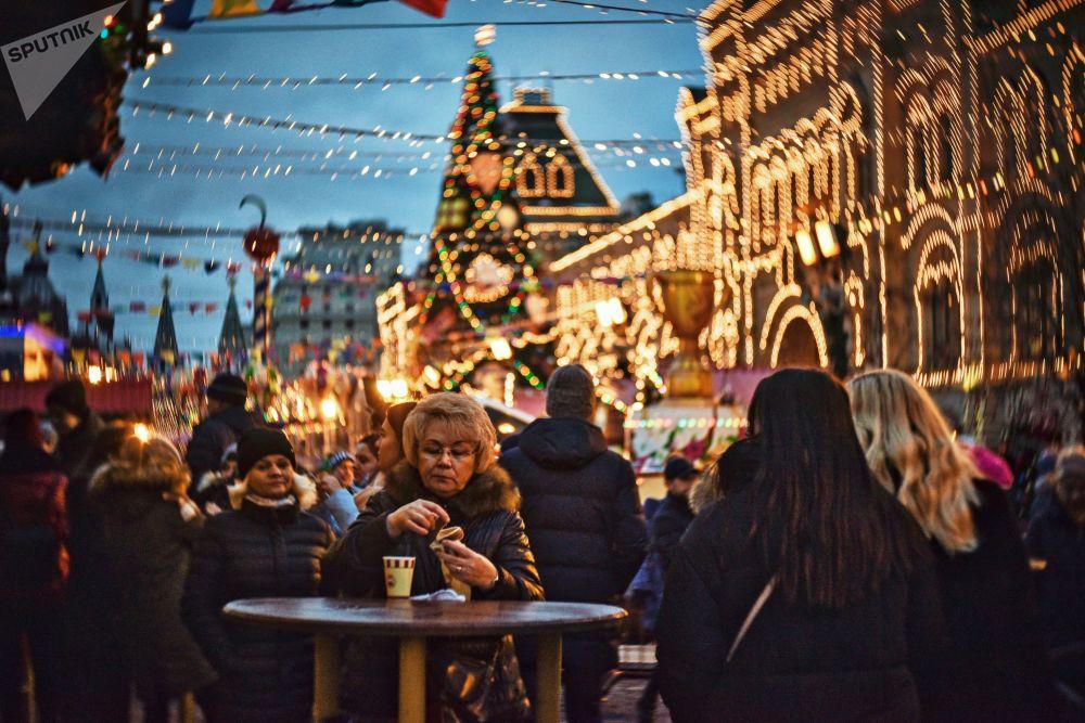 Cuando la Navidad se adueña de las calles de Moscú y las embellece hasta el infinito