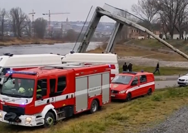 Un puente con peatones se derrumba en Chequia