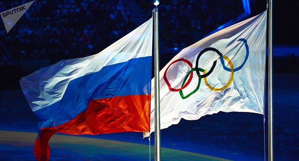 Las banderas de Rusia y de los JJOO (archivo)