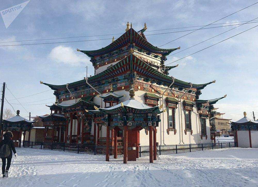 Un templo del monasterio de Ívolga