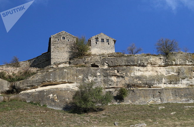 La fortaleza de la montaña fortificada Cufut Qale en Crimea