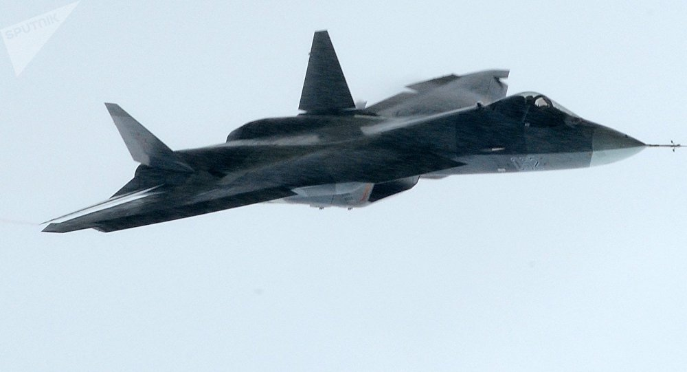 El prototipo del caza de quinta generación ruso Su-57 durante el vuelo (archivo)