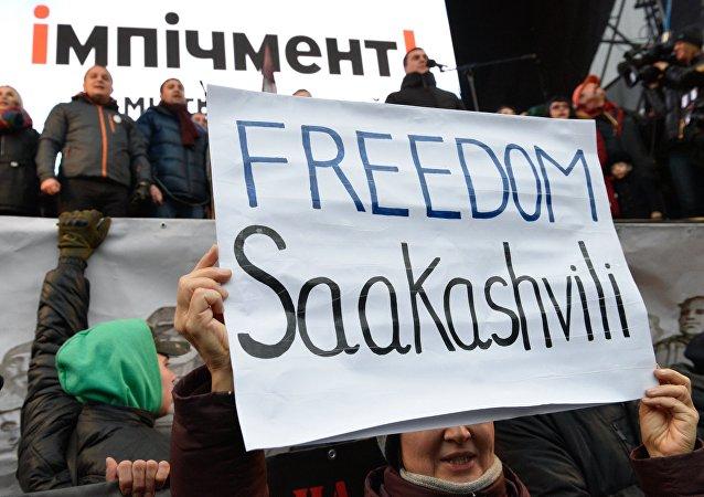 Partidarios del expresidente de Georgia y exgobernador de la ciudad ucraniana de Odesa, Mijaíl Saakashvili
