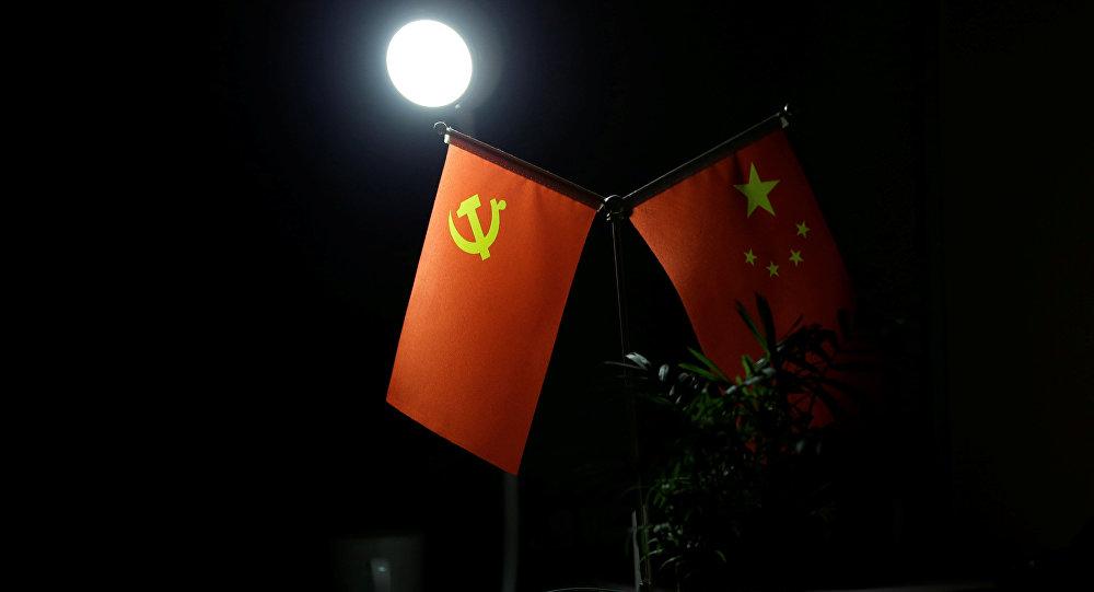 Bandera del Partido Comunista de China y bandera nacional de China
