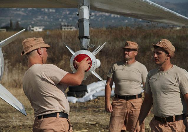 Militares rusos en el aeródromo Hmeymim en Siria (archivo)