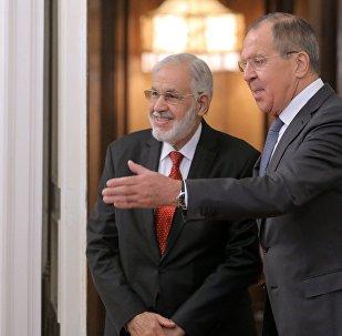 El ministro libio de Exteriores del Gobierno de Unidad Nacional, Mohamed Taher Siala y el canciller ruso, Serguéi Lavrov