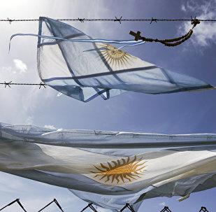 Las banderas de Argentina en la base naval en Mar del Plata