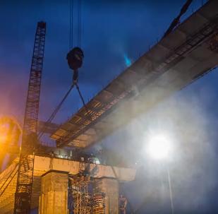 El puente de Crimea se hace de su brazo continental