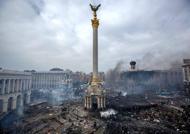 Partidarios de la oposición en la plaza Maidán, de Kiev, donde se produjeron enfrentamientos entre manifestantes y policías (arhivo)