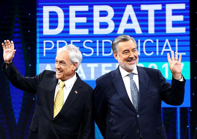 El candidato presidencial chileno y expresidente, Sebastián Piñera, y el candidato del partido gobernante Nueva Mayoría, Alejandro Guillier