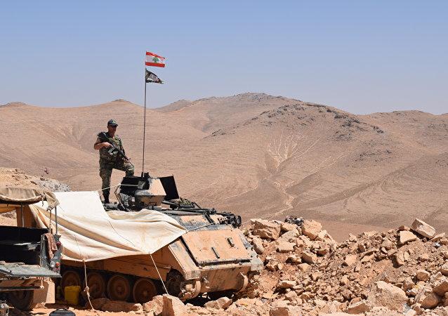 Soldados libaneses custodian la frontera con Siria, para impedir la entrada de grupos radicales