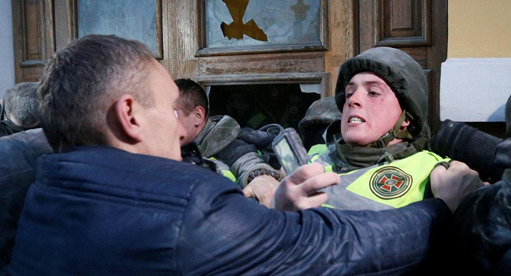 Disturbios entre la Guardia Nacional ucraniana y partidarios del político opositor Mijaíl Saakashvili en el centro de Kiev, Ucrania