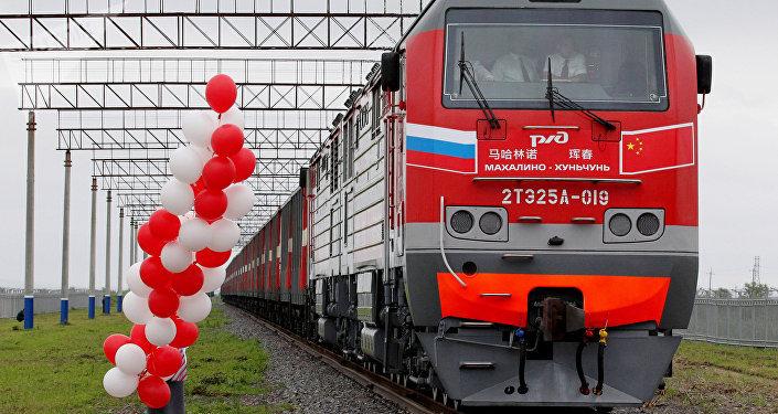 Un tren que comunica Rusia con China (archivo)