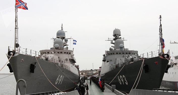 Los buques patrulleros Tatarstán (izda.) y Daguestán