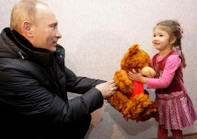 Descubre qué regalos ha hecho Putin a los ciudadanos
