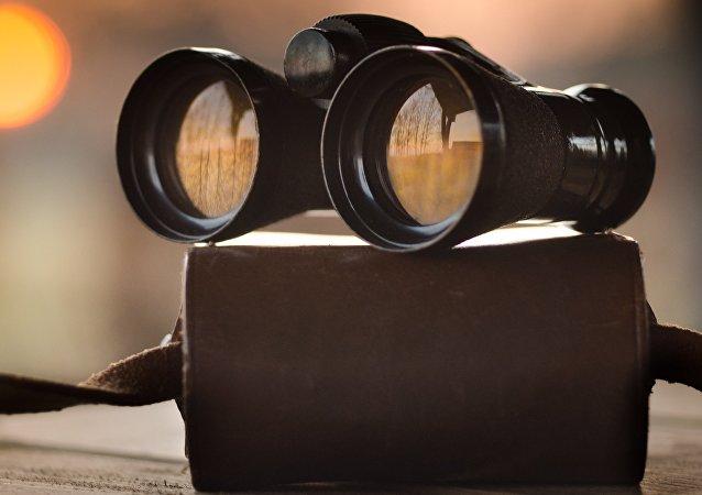 Binoculares, imagen referencial