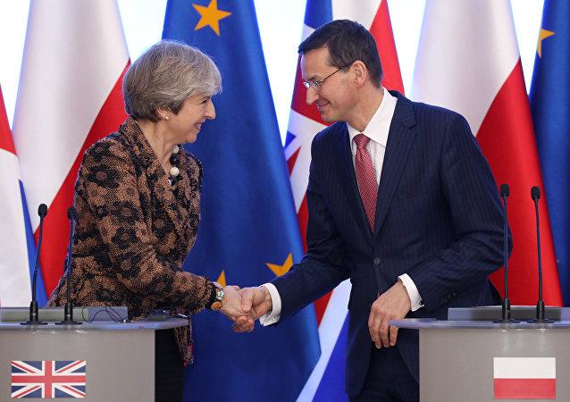 La primera ministra británica, Theresa May y su homólogo polaco Mateusz Morawiecki