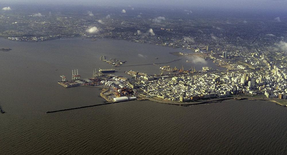 El puerto de Montevideo (archivo)