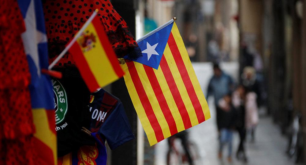Banderas de Cataluña y España en Barcelona