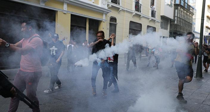 Enfrentamientos en Lima por el indulto al expresidente Fujimori