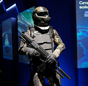 Una maqueta del futuro traje de combate de los soldados rusos