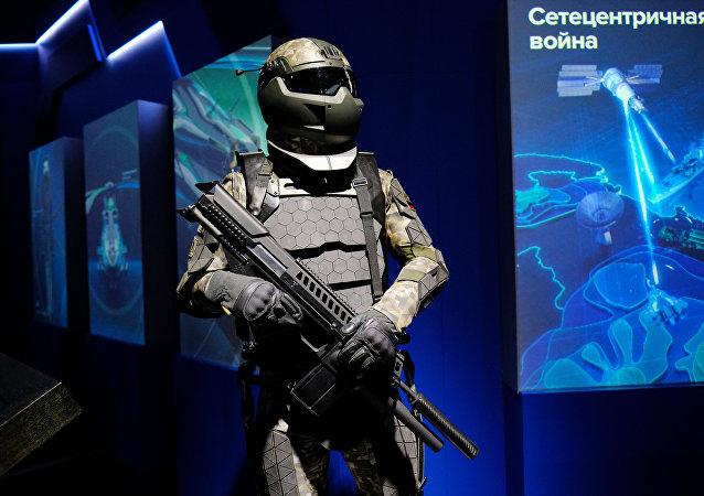 Una maqueta del futuro traje de combate de los soldados rusos, presentado por los diseñadores del equipo Rátnik en otoño de 2017 en Moscú
