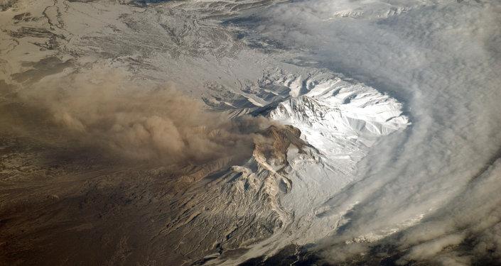 El volcán Shiveluch, en la península rusa de Kamchatka