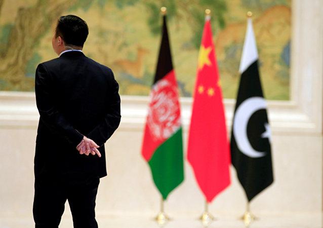 Las banderas de Afganistán, China y Pakistán