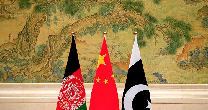 Banderas de Afganistán, China y Pakistán
