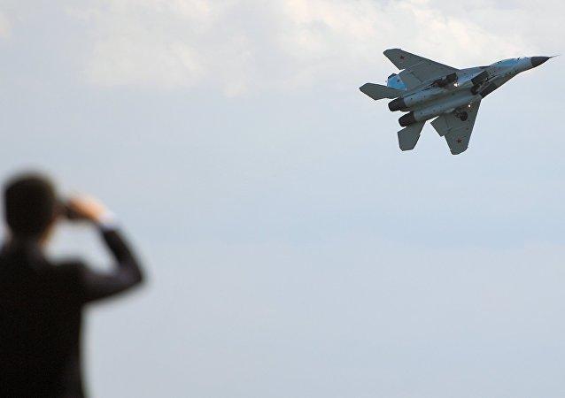 El caza ruso MiG-35 durante un vuelo de demostración (archivo)