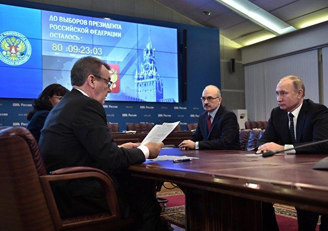 Putin presenta documentos para ser registrado como candidato en las presidenciales de 2018