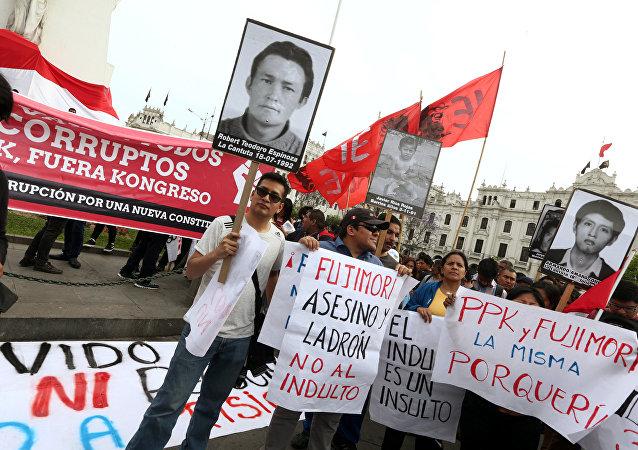 Una movilización contra indulto al expresidente peruano Fujimori