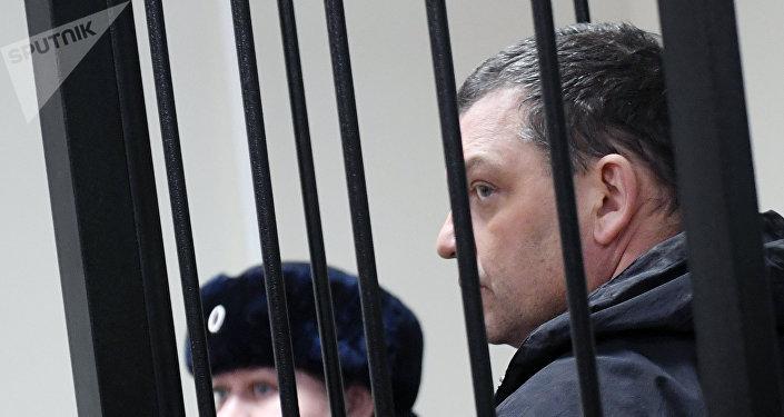El exdirector de la fábrica de dulces Menshevik Ilia Averiánov en la sala de audiencias