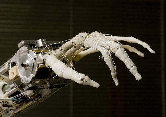 Una mano robótica (archivo)