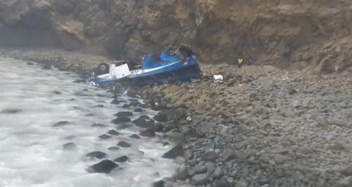 La escena del terrible accidente de autobús en Perú en 'la curva del diablo'