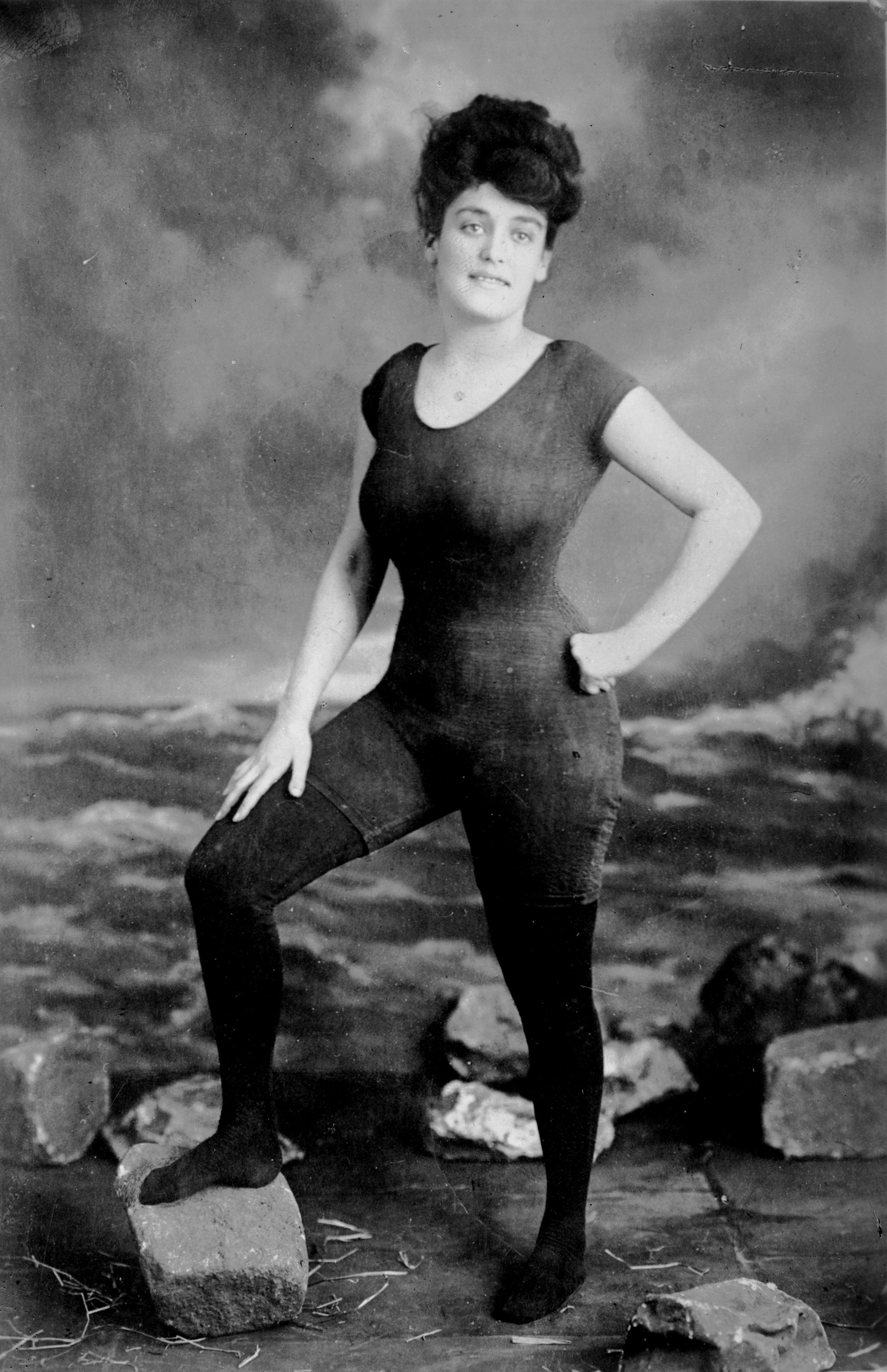 Annette Kellerman, la mujer que popularizó el precedente del traje de baño moderno