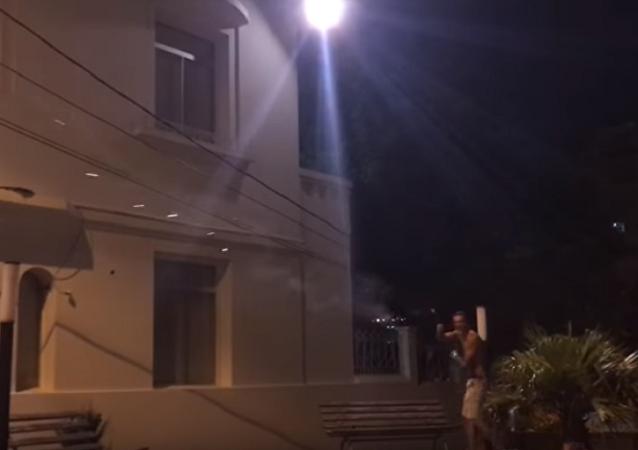 Una auténtica batalla con varitas mágicas, al estilo paraguayo