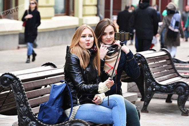 Jóvenes rusas en las calles de Moscú