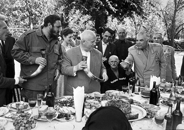 Nikita Jruschov y Fidel Castro (archivo)