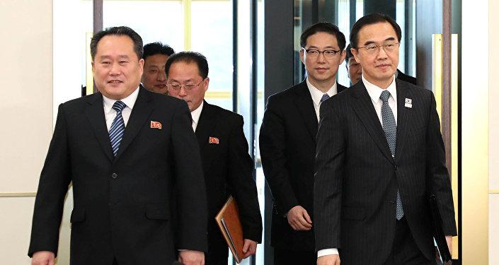 Las jefes de la delegaciones de las egociaciones entre dos Coreas