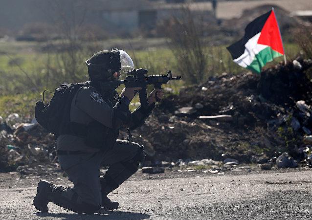 Un policía israelí en Cisjordania