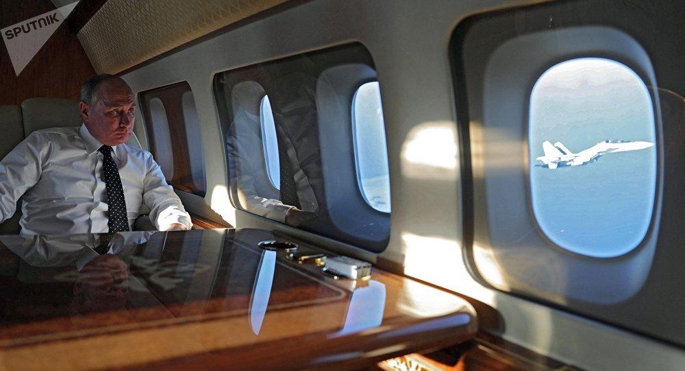 Vladímir Putin, presidente de Rusia, en el avión presidencial