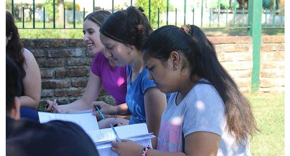 La iniciativa prepara a estudiantes uruguayos de nivel medio para los exámenes de febrero