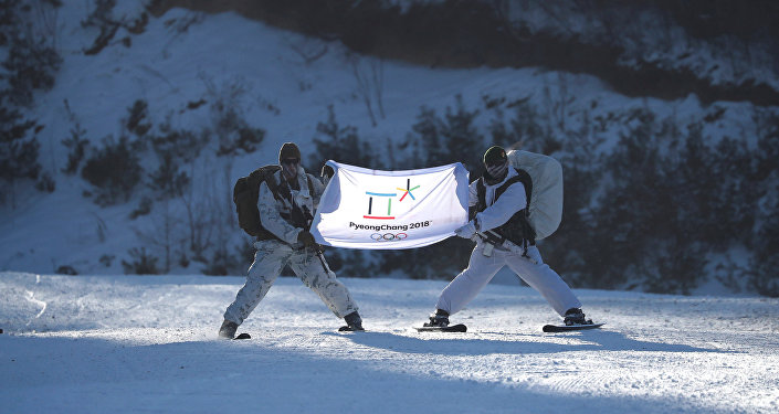 La bandera de los Juegos Olímpicos de 2018 en Pyeongchang